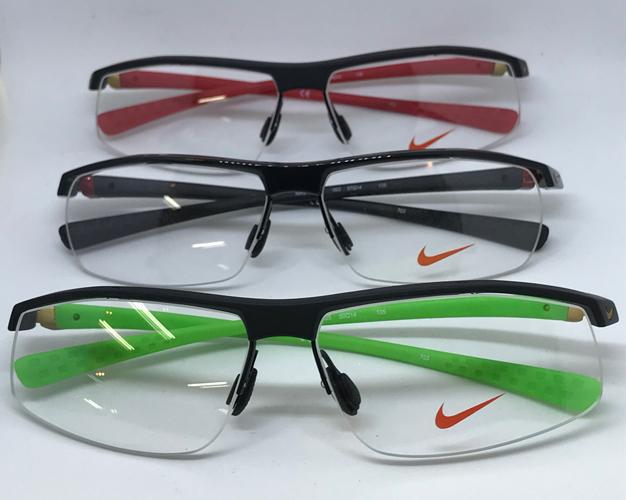 ナイキのメガネの商品画像