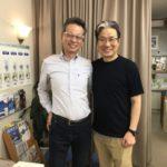REALデザイナー井上さんと店主の写真